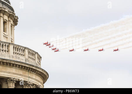 London, UK. 10th July 2018. The Red Arrows participate in the celebratory Flypast for the 100th anniversary of the RAF (Royal Air Force) goes past the famous domed top of St Paul's Cathedral. The aeroplanes fly over St Paul's Cathedral and the City of London. A formation of around 100 aircraft, one for each year, fly across London, taking in the Olympic Park, East London, the City of London and finally the Mall, where they are to fly over Buckingham Palace at 1pm. Credit: Imageplotter News and Sports/Alamy Live News - Stock Image