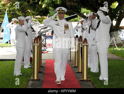 110729-N-UK333-127  JOINT BASE PEARL HARBOR-HICKAM (July 29, 2011) Cmdr. Robert Gaucher is piped ashore during a - Stock Image