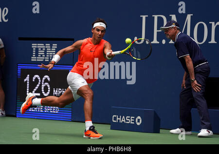 Flushing Meadows, New York - August 31, 2018: US Open Tennis:  Number 1 seed Rafael Nadal in action against Karen Khachanov of Russia during their third round match at the US Open in Flushing Meadows, New York. Credit: Adam Stoltman/Alamy Live News - Stock Image