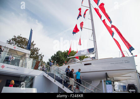 sSouthampton, UK. 11th September 2015. Southampton Boat Show 2015. Visitors on the Jeanneau stand walk past a Sun - Stock Image