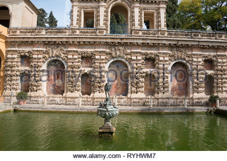 Fountain in the canal at the Plaza de España - Stock Image