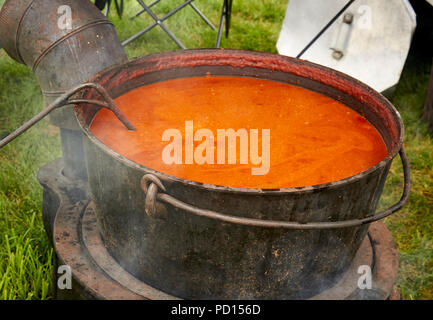 A classic pot of chilli con carne being cooked in a cast iron pot during a Family Day festival, Lancaster County, Pennsylvania, USA - Stock Image