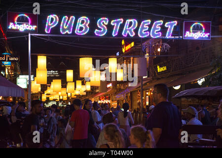 Busy night on the popular tourist Pub Street, Siem Reap, Cambodia. - Stock Image