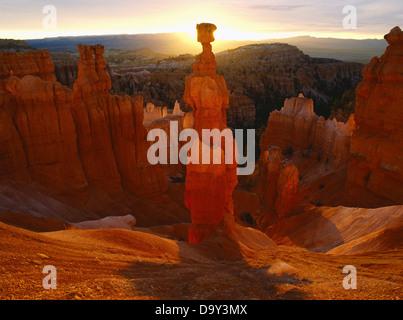 Thor's Hammer radiating in warm glow of sunrise light, Bryce Canyon National Park, Utah. - Stock Image
