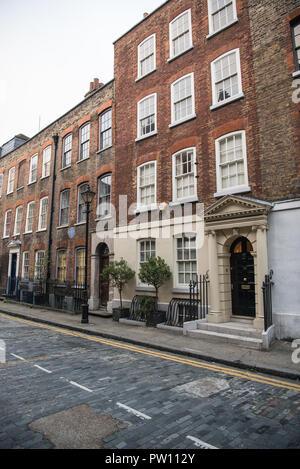 Georgian terraced town houses in Elder Street, Spitalfields, London, England, UK - Stock Image