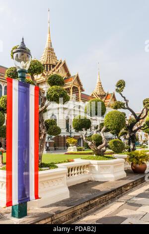 Thai flag, topiary garden, Grand Palace, Bangkok, Thailand - Stock Image