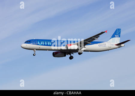 BMI British Midland Airbus A321-231 G-MEDF on approach to Heathrow - Stock Image