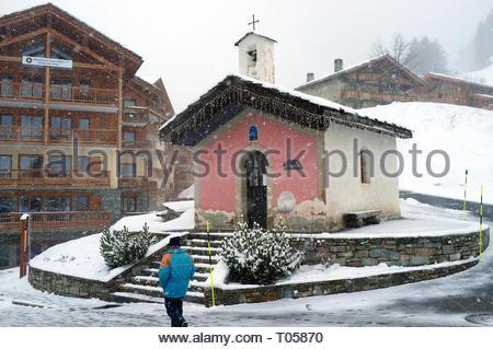 Chapel of Notre Dame de Bon Conseil, at the ski resort in Sainte-Foy-Tarentaise, Auvergne-Rhône-Alpes region in south-eastern France. - Stock Image