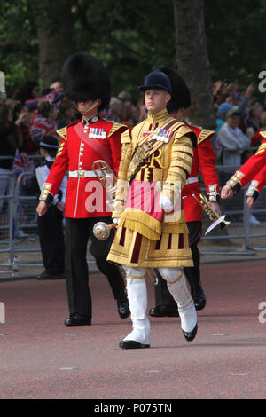 London, UK 9 June 2018: Hundreds of Guardsmen march along the Mall to the Horse Guards Parade Ground as they make their way to the Horse Guards Parade Ground on 9 June 2018. Over 1400 parading soldiers, 200 horses and 400 musicians come together each June in a great display of military precision, horsemanship and fanfare to mark The Queen's official birthday. Credit: David Mbiyu/Alamy - Stock Image