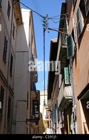 Enge Gasse im La Lonja Stadtviertel, Palma, Mallorca, Spanien. - Narrow alley in the La Lonja district, Palma, Majorca, - Stock Image