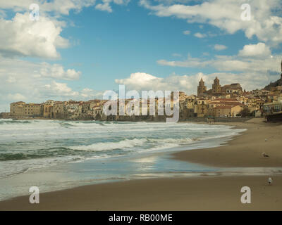 Beach and town of Cefalu with its Cathedral, northern Sicily, Italy - Stock Image