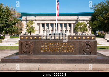 USA, Indiana, Indianapolis, Indiana War Memorial Plaza, monument before American Legion Building - Stock Image