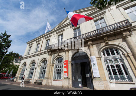 Chinon, France. Picturesque view of Chinon's Mairie (Town Hall) at Place du Général de Gaulle. - Stock Image