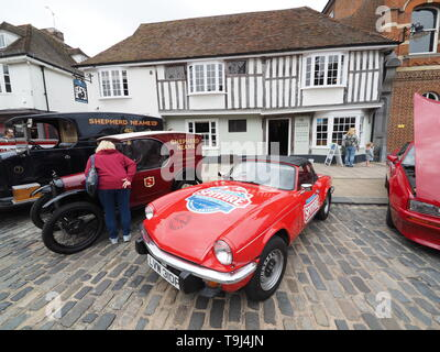 Faversham, Kent, UK. 19th May, 2019. 25th Faversham Transport Weekend: the second day of this annual transport festival now in its 25th year showcasing a wide range of vintage cars and vehicles. Credit: James Bell/Alamy Live News - Stock Image