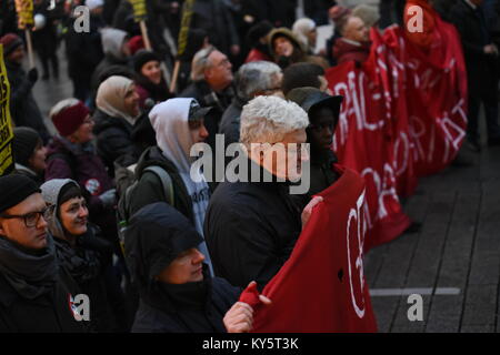 Vienna, Austria. 13th Jan, 2018. protesters carrying a banner through Vienna's main shopping street during an - Stock Image