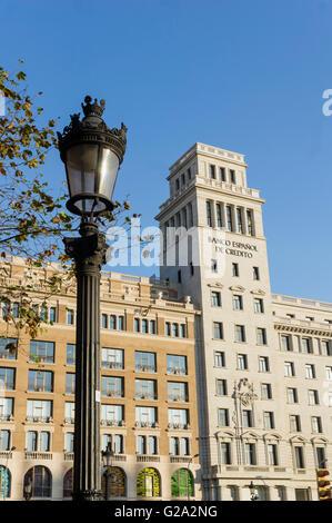 ESP,Spanien, Barcelona, Plaza de Catalunya, background Banco Espanol de Credito - Stock Image