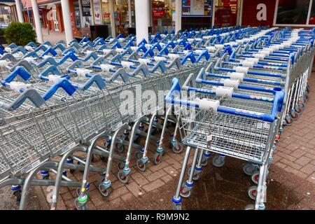Supermarket trolleys outside a Tesco supermarket which is closed, Boxing Day. December 2018. - Stock Image