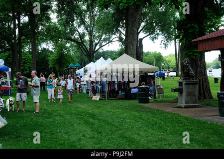 Local small town Arts and Crafts festival in park. - Stock Image