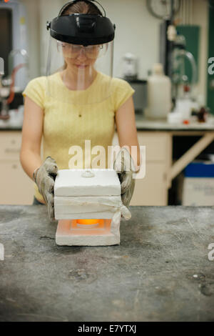 Molder at work at foundry shop - Stock Image