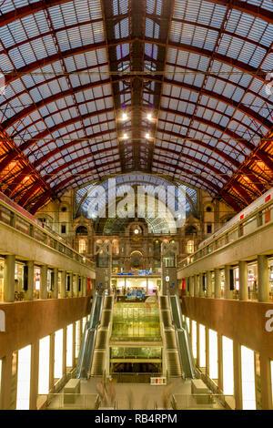 Interior of the Antwerpen-Centraal railway station, Antwerp, Flanders, Belgium - Stock Image