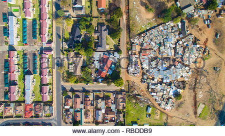 Casey Park, Johannesburg. AMAZING aerial images have captured the stark contrast and inequality where rich meets poor all across the world. The spectacular bird's eye view pictures show the landscape as an affluent area gives way onto one where people may be suffering from poverty. The stunning shots show this crossover of the rich and poor all across South Africa, Kenya, Mexico and even the USA. The remarkable photographs form of africanDRONE founder and photographer Johnny Miller's (37) Unequal Scenes project. Johnny Miller / mediadrumimages.com - Stock Image