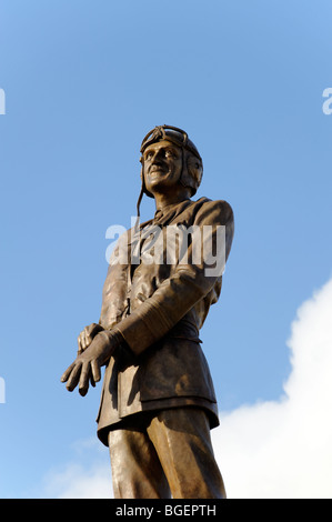 Statue of Air Chief Marshal of Sir Keith Park 'Defender of London' 1940. Sculpture Les Johnson. Trafalgar - Stock Image