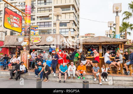Benidorm, Costa Blanca, Spain, 25th December 2018. British tourists dress for the occasion on Christmas Day in this favourite getaway destination for Brits escaping the cold weather at home. Temperatures will be in the mid to high 20's Celsius today in this mediterranean hotspot. - Stock Image