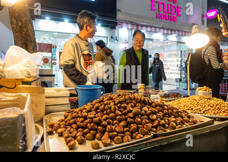 A street food stall selling roast chestnuts in Myeongdon in Seoul, South Korea - Stock Image