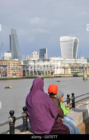 Muslim family, Southbank, London, England, UK - Stock Image