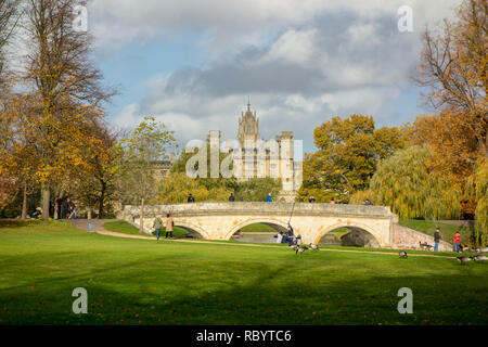 Bridge over the River Cam with St John's College in the background, Cambridge, UK - Stock Image