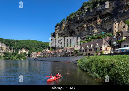 The village of La Roque-Gageac, Chateau de la Malartrie and the Dordogne River. - Stock Image