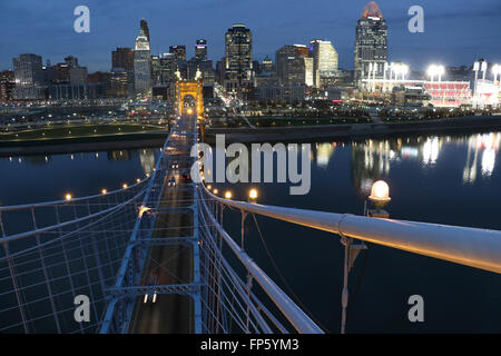 John A. Roebling Suspension Bridge over The Ohio River between Cincinnati, Ohio and Covington, Kentucky. - Stock Image