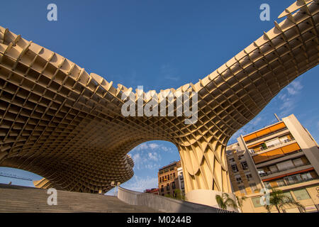 SEVILLE, ANDALUSIA / SPAIN - OCTOBER 13 2017: MODERN ARCHITECTURE AND BLUE SKY - Stock Image