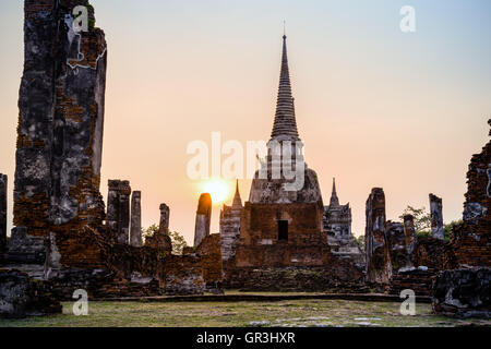 Ruins and pagoda ancient architecture of Wat Phra Si Sanphet old temple famous attractions during sunset at Phra - Stock Image