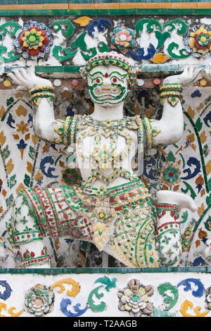 Statue of a demon supporting a Prang at Wat Arun, Bangkok, Thailand. - Stock Image