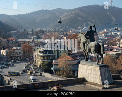 Equestrian statue of King Vakhtang Gorgasali overlooking Tbilisi old town from Metekhi rocky cliff, Georgia - Stock Image