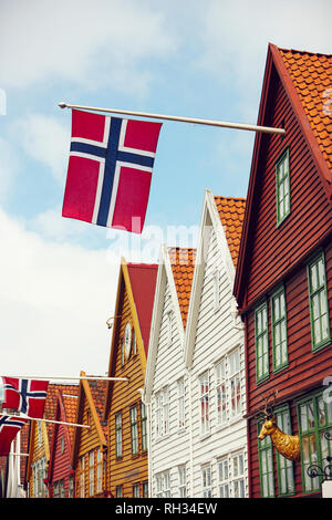 Wooden house with Norwegian flag - Stock Image