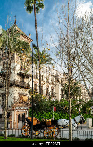 Alfonso XIII Hotel and horse drawn carriage, Seville, Spain - Stock Image