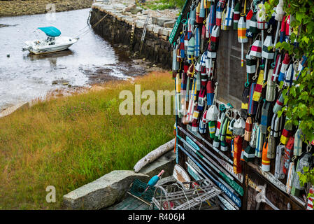 USA, Massachusetts, Cape Ann, Lanesville, small house covered in lobster traps - Stock Image