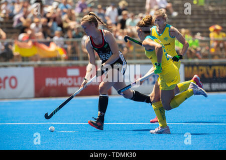 Krefeld, Germany, June 16 2019, hockey, women, FIH Pro League, Germany vs. Australia:  Pia Maertens (Germany, L) and Ambrosia Malone (Australia) compe - Stock Image
