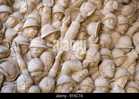 French 1918 Armistice celebrations of homecoming troops re-uniting with their loved ones. Sculpture on the Toulouse War Monument, by Camille Raynaud - Stock Image