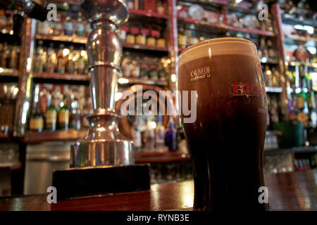 pint of beamish stout settling in The Long Hall victorian pub one of the oldest pubs in Dublin republic of Ireland - Stock Image