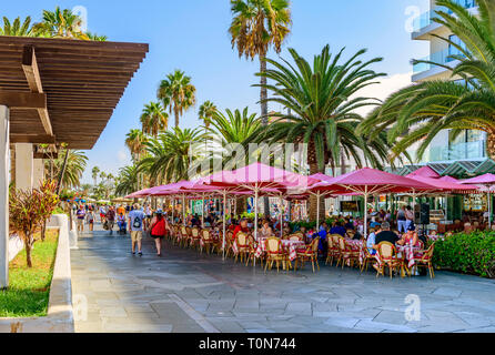 Holiday makers enjoying food and drink, Puerto De La Cruz, Tenerife - Stock Image