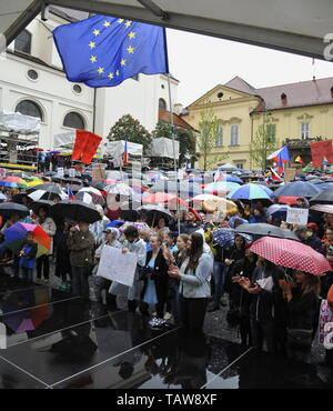 Brno, Czech Republic. 28th May, 2019. Further demonstration for Justice Minister Marie Benesova's resignation, held by Million Moments for Democracy NGO, are staged in regions - pictured Brno, Czech Republic, May 28, 2019, not in Prague this time. Credit: Igor Zehl/CTK Photo/Alamy Live News - Stock Image