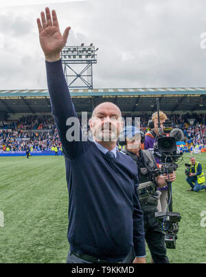 Kilmarnock manager Steve Clarke celebrates after his team secured a European place for next season after defeating Rangers 2-1 during the Ladbrokes Scottish Premiership match at rugby Park, Kilmarnock. - Stock Image