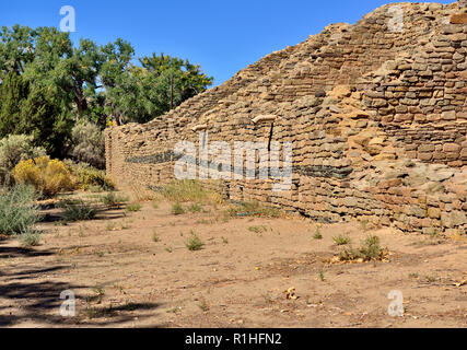 Blue stone wall decoration, Multi-story House Blocks, Aztec Ruins National Monument, New Mexico, USA 180927_69655 - Stock Image
