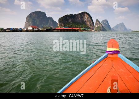 Thailand, Phang-Nga, Ko Panyi. The fishing village of Ko Panyi viewed from a long-tail boat. - Stock Image