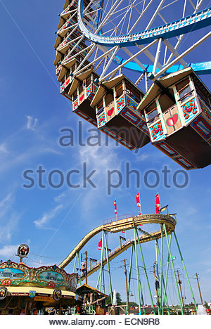 Ferris wheel and other rides at Oktoberfest in Munich, Germany - Stock Image