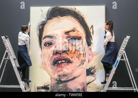 London, UK. 21st June, 2019. Sotheby's assistants with a Shadow Head, 2007-2013 by Jenny Saville, Oil on Canvas. Estimate: £3,000,000-5,000,000 at the Sotheby's Contemporary Art Auction preview for the Evening sale on 26 June Credit: amer ghazzal/Alamy Live News - Stock Image