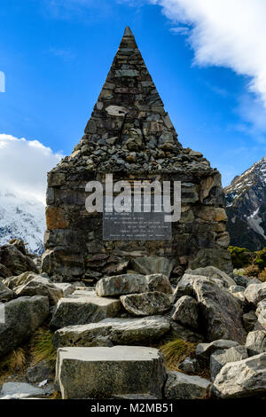 Monument to people killed in Aoraki Mount Cook National Park - Stock Image